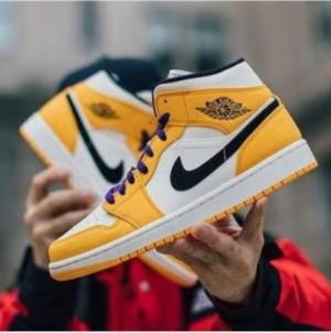Nike Air  Jordan Retro 1 Mid Lakers