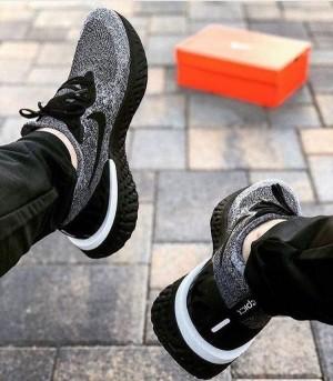 Nike Epic React Flyknit Oreo