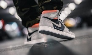 Nike Air Jordan 1 Retro High OG Neutral Grey hyper Crimson