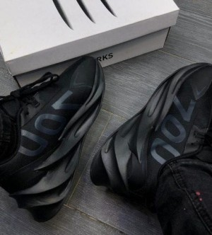 Adidas Yezzy 700 Shark